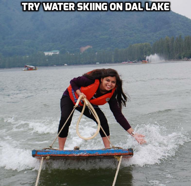 water_sking_kkashmir